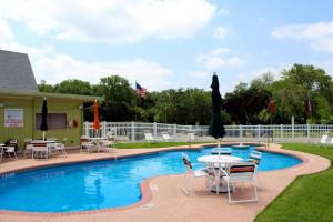 austin-lone-star-resort-pool